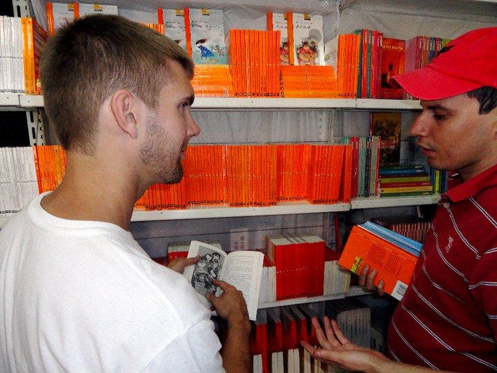 BVC Esquipulas 2010 Adam Gentner in library with worker.jpg
