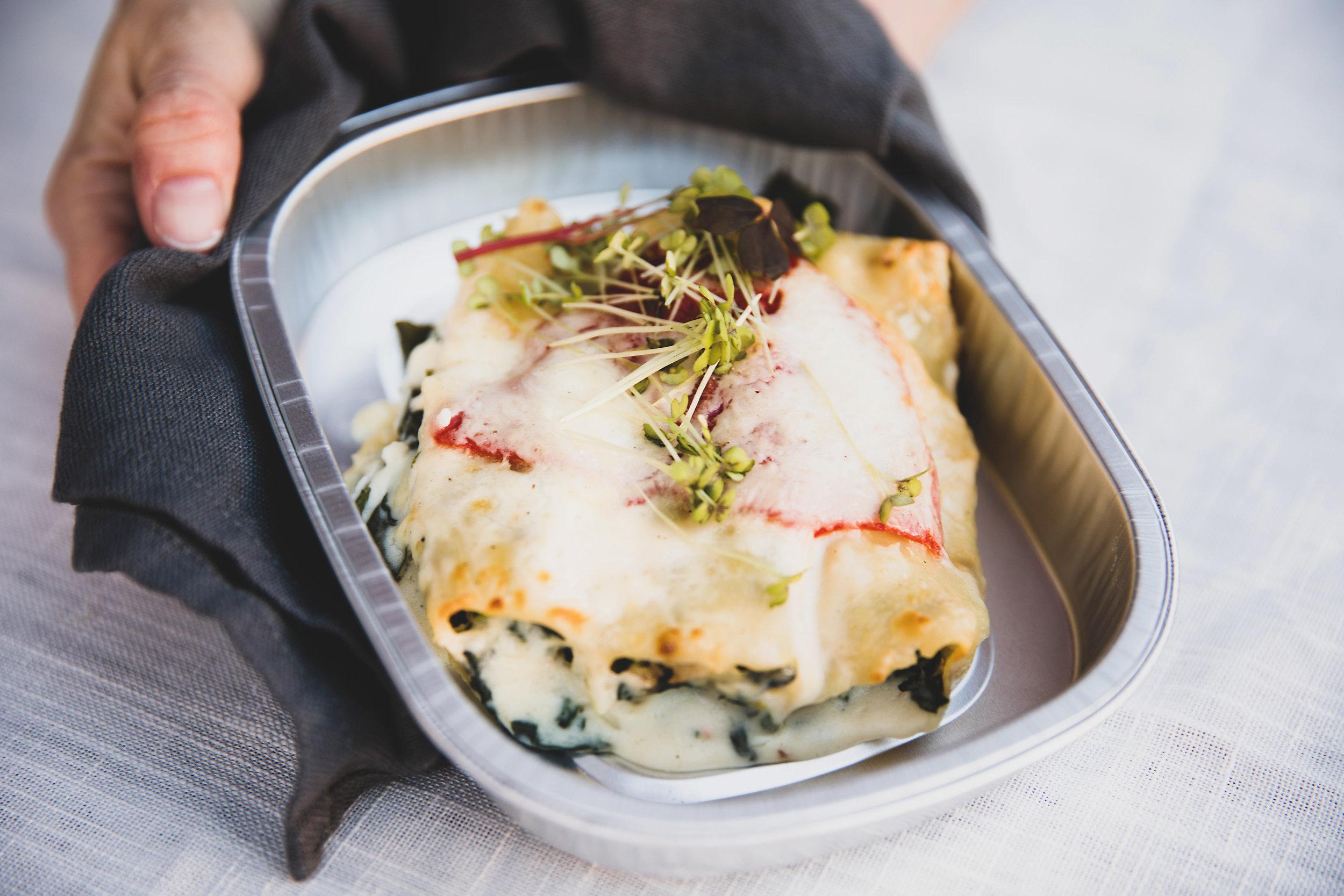 Canneloni - Fylt med fisk, spinat, løk og ristet paprika som gratineres med en kremete ostesaus.79 kr/per pers