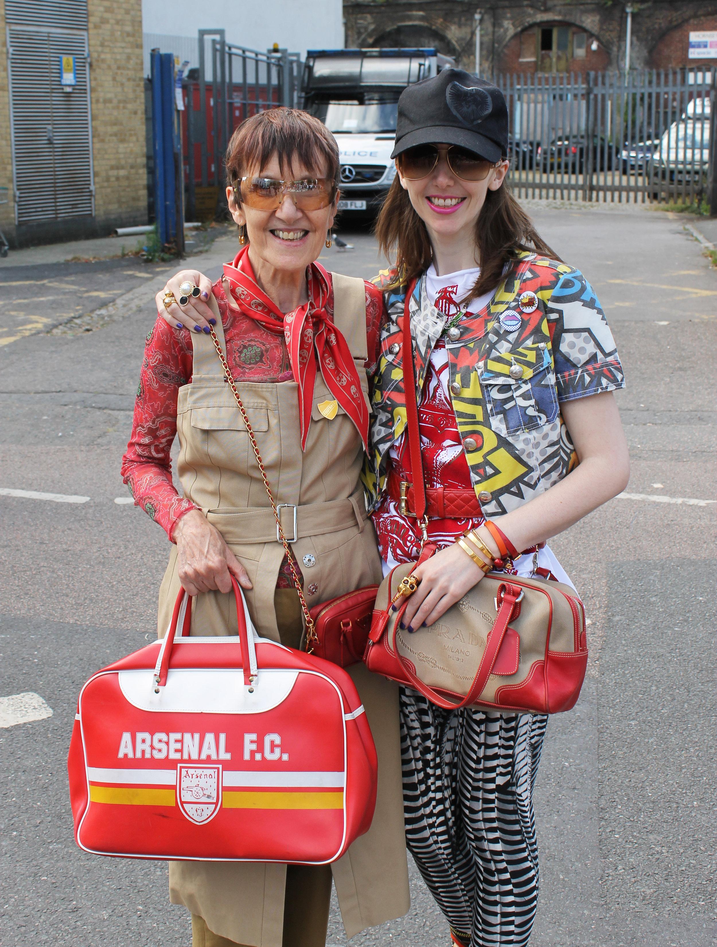 Arsenal Female Football Fan - This Fan Girl