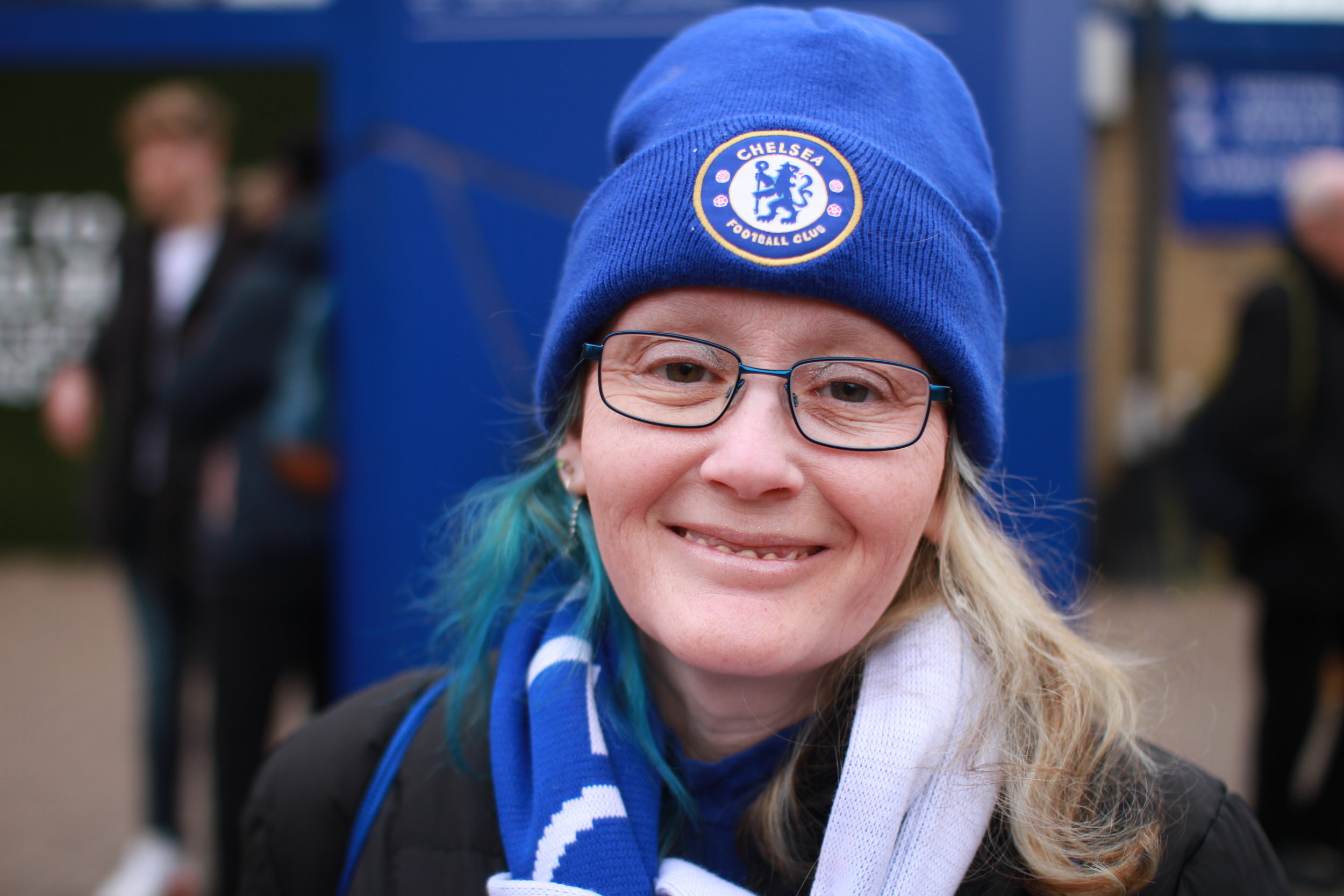 Female_Football_Fan_Chelsea.JPG