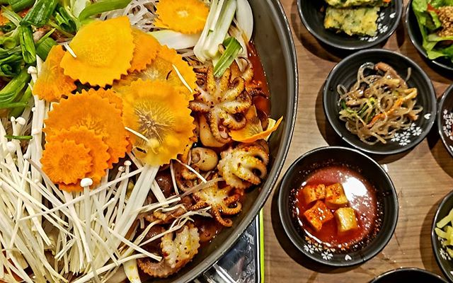 I love Korean food. I love the bold flavours, bright colours, and the fact that the myriad of side dishes always fill up the table! Many of the dishes have become comfort food for me too as I've been cooking them for years now.  Do you have a favourite type of cuisine?