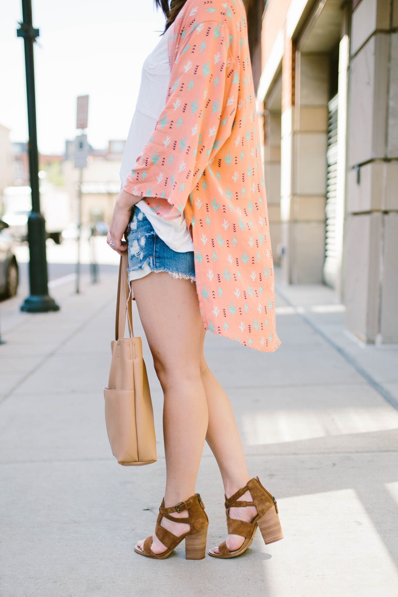 "<img src = how-to-wear-kimonos.jpg"" alt = ""how-to-wear-kimnos-cora-block-heel-sandal-distressed-denim-shorts"">"