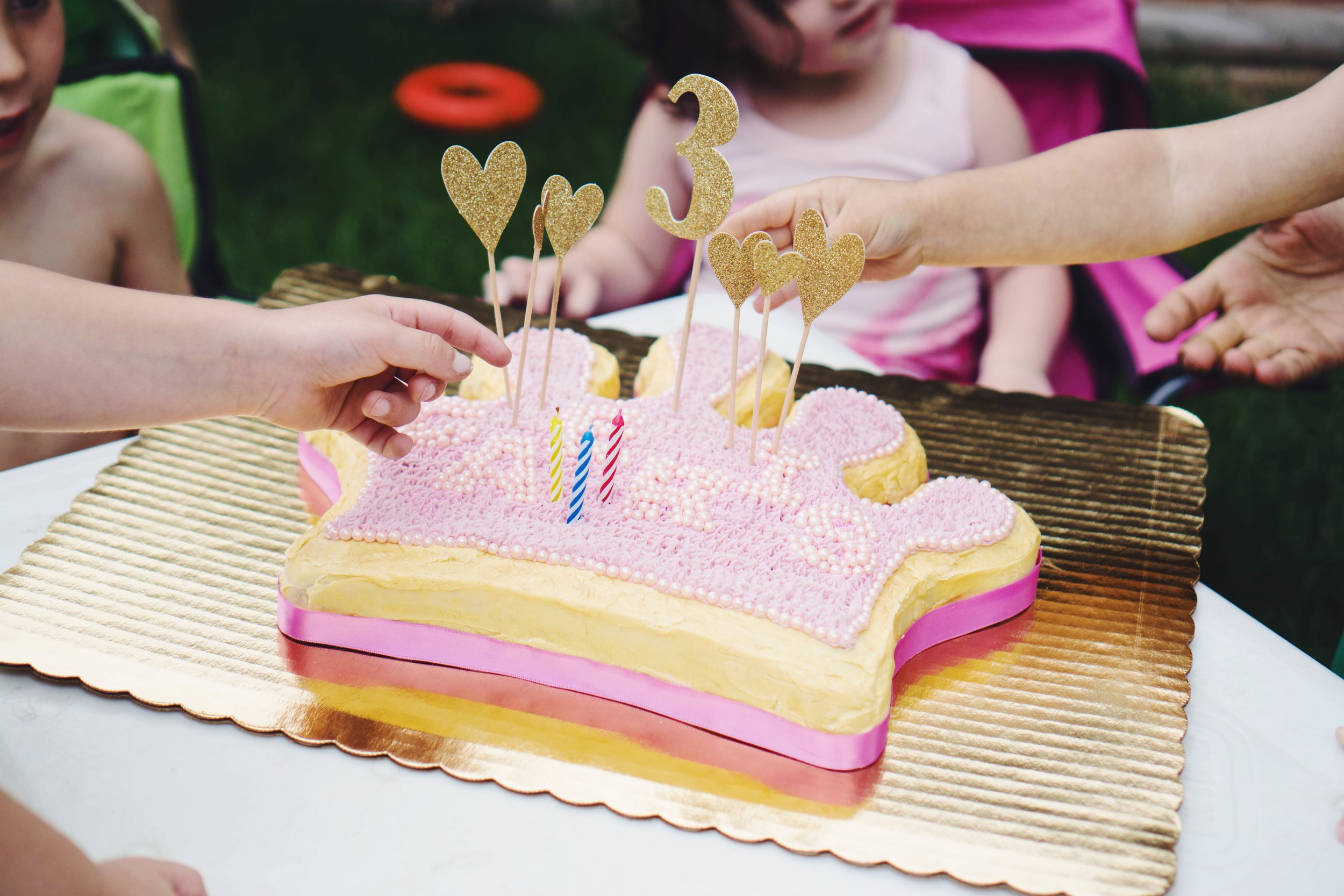 """<img src ="""" princess-and-knight-party.jpg alt =""""A- princess-and- knight-birthday-party-inspiration-princess cake - party-themed-food-activites-decorations"""""""