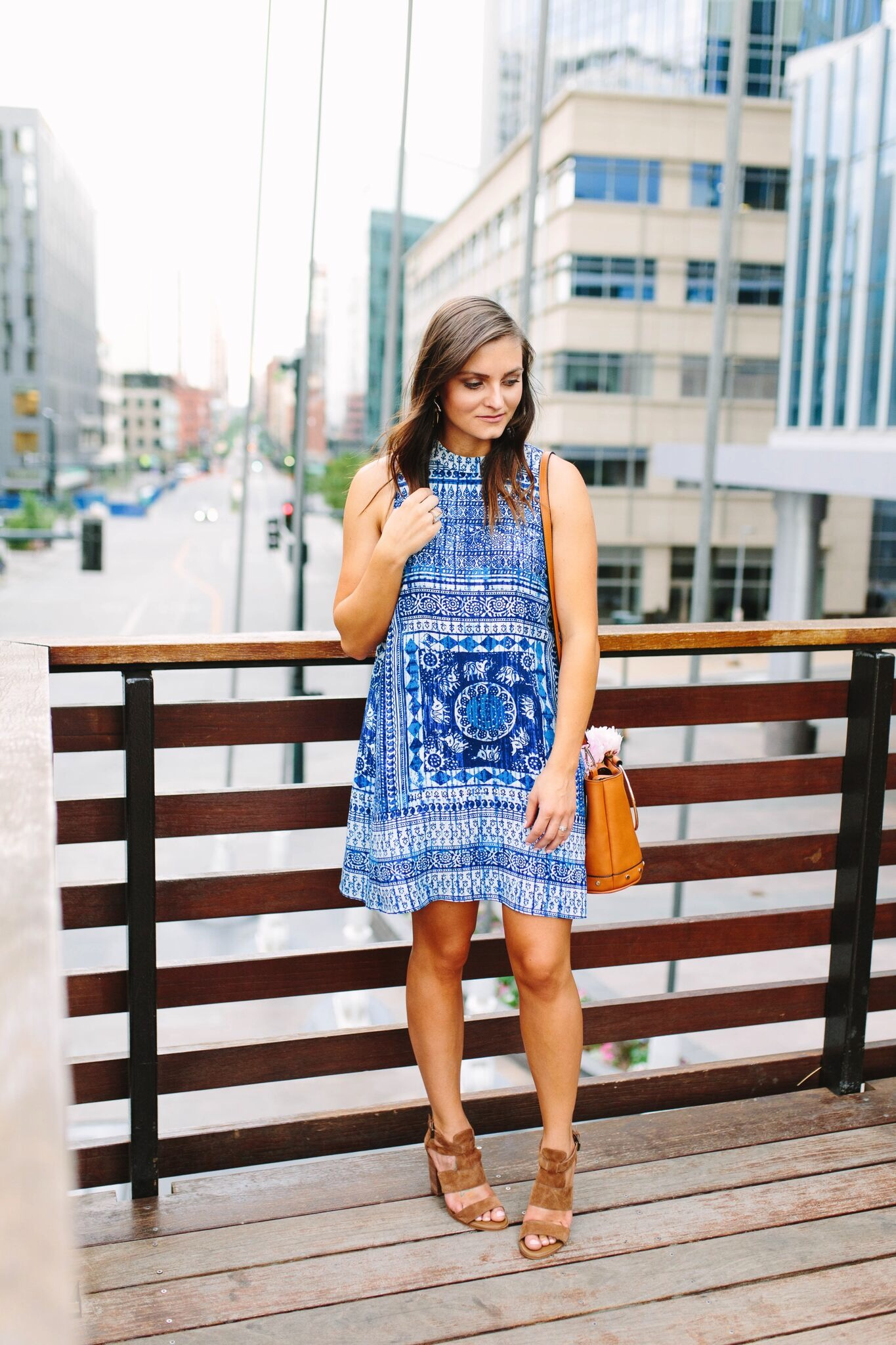"<img src=""summer-outfit-inspo.jpg"" alt =""hinge-cora-sandal-o-ring-purse-blue-tank-dress-summer-outfit-inspiration-a-look-behind-the-scenes-of-fashon-blogging"""