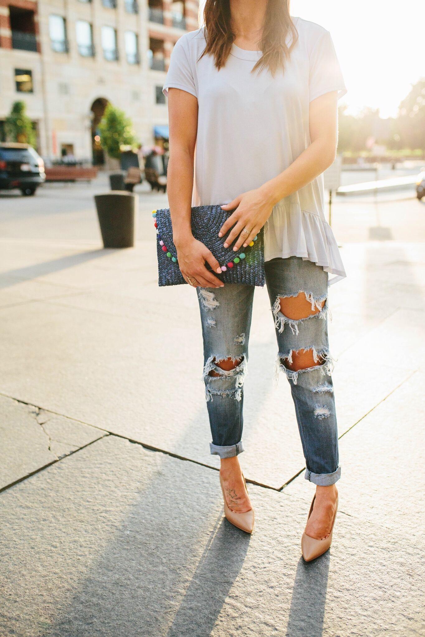 """<img src =""""how-to-wear-boyfriend-jeans.jpg"""" alt = """"golden-hour-sunlight-highlights-a-waist-down-shot-of-fashion-blogger-teddybearsandlipstick-in-her-boyfriend-jeans"""">"""