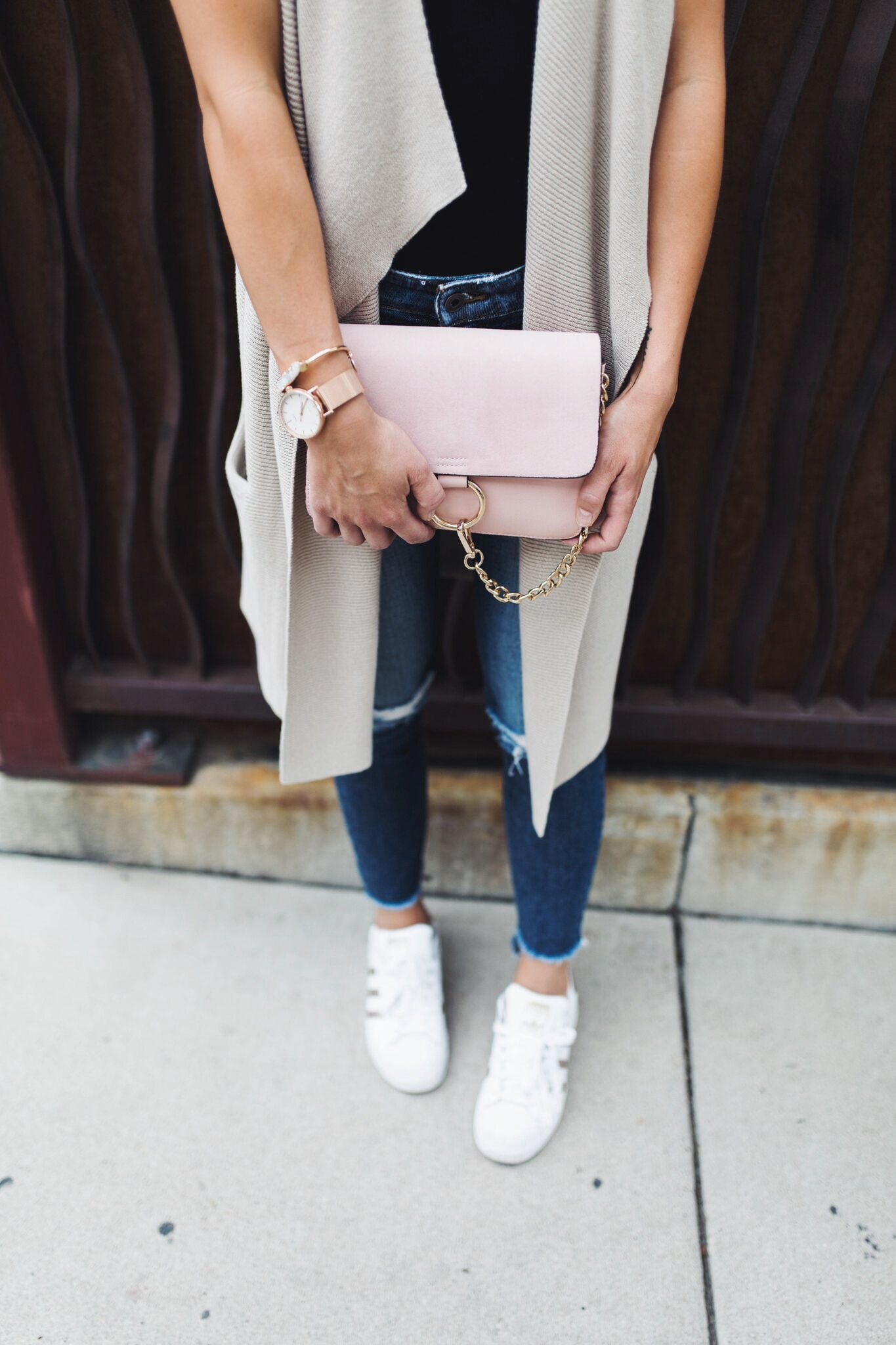 "<img src = ""two-ways-to-wear-a-simple-black-tee.jpg"" alt =""Denver-fashion-blogger-shows-different-ways-to-style-a-simple-black-tee-worn-with-a-long-sweater-knit-vest-joes-jeans-blondie-destroyed-ankle-skinny-jeans-coppola-adidas-superstars-rose-gold-and-a-pink-handbag"">"