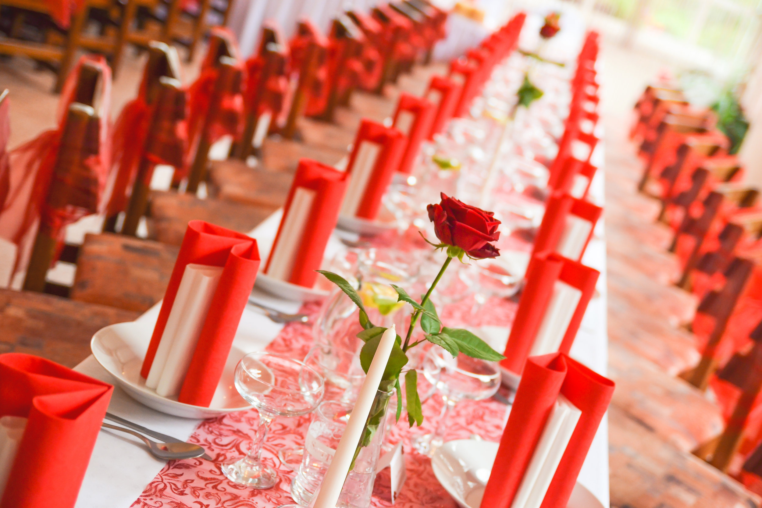 Red and Rose themed wedding banquet table design.jpg