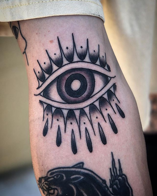 Eye in the ditch for my good friend Gavin. Thanks again @shrimpmunch! 🦅 My schedule and certainly my email response time is a little crazy with Adriana's recovery, so thanks to everyone for being patient! 🦅 #theeyeshaveit #memyselfandeye #teamvictorytattoomachines