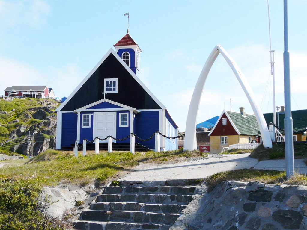 the old church, now the town museum - note the whale-bone arch