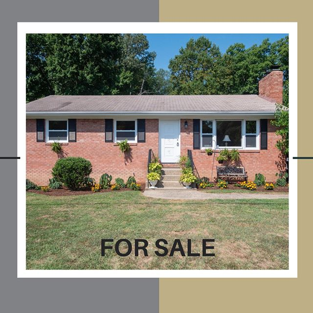 Great home with so many upgrades and updates!⠀ ⠀ .⠀ .⠀ .⠀ .⠀ .⠀ #manassasva #pwcounty #princewilliamco #20112 #fairfaxcounty #c21nm #century21 #realestate #homeforsale #northernva #fall #c21 #renovatedhomes thesmartermove  #northernvirginia #househunters #hgtv #buyers #mondayfunday #zillow #openhouse