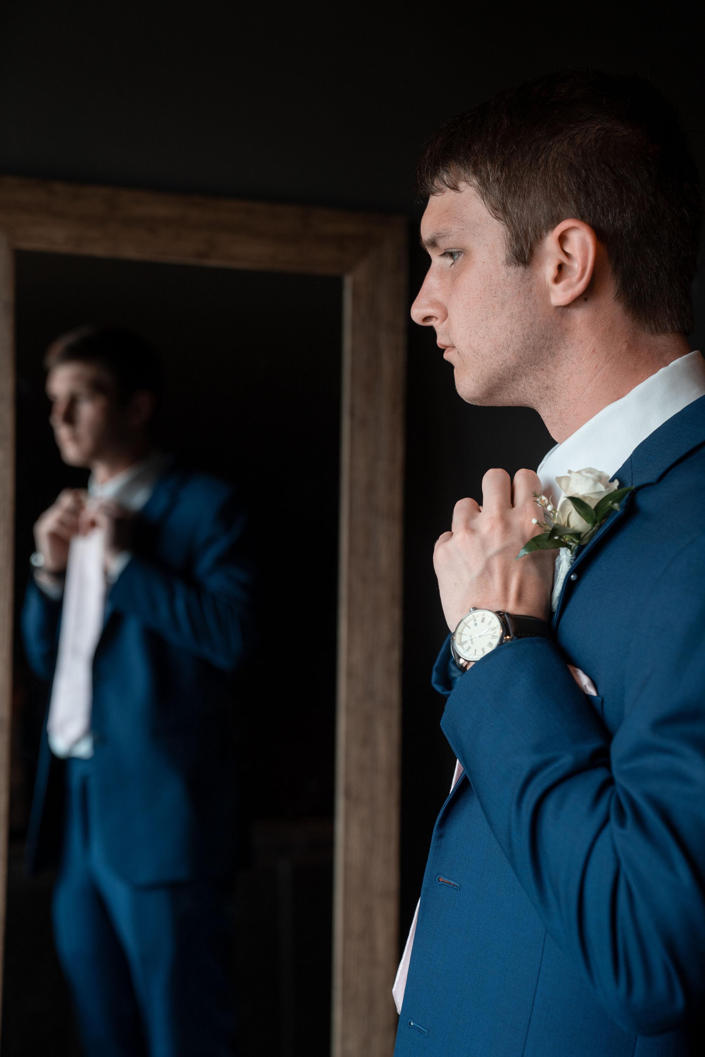 groom getting ready in the morror .jpg