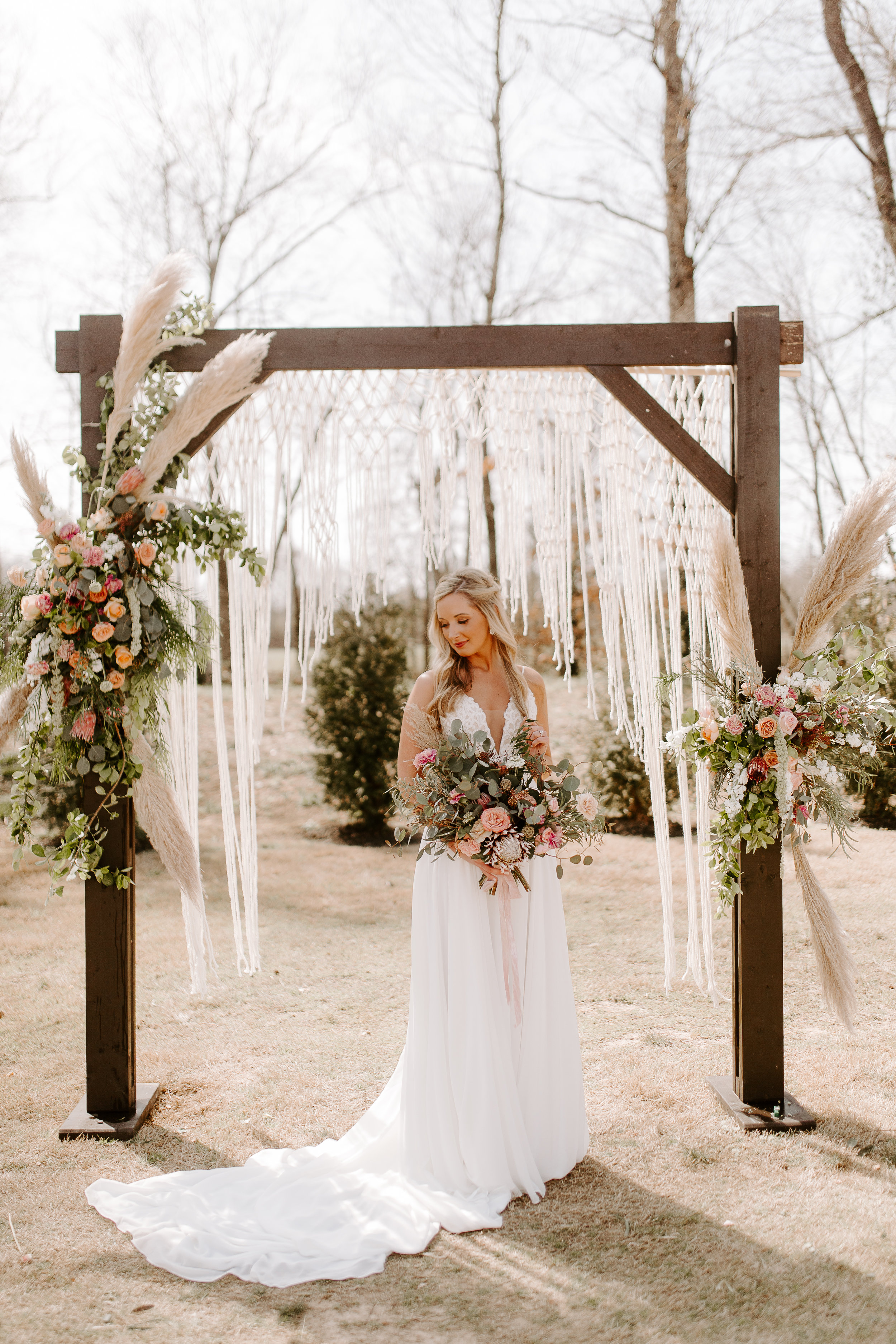 Photo by Kelsey Hawkins; Florals by Southern Sparkle Florals