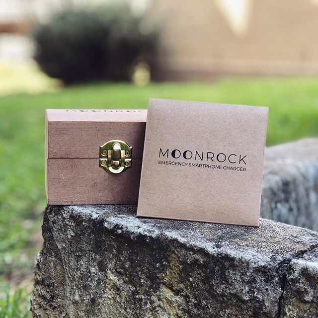 Moonrock Co. is going completely green ♻️❤️. From packaging to how we provide our services! In the first picture you can see our new biodegradable packaging, and in the second picture you can see the Step by Step instructions for how the new system works. • • We no longer sell one time Emergency chargers, but instead you rent the charger to use while you're enjoying yourself. Once you bring it back you are also rewarded 🎉🔋 If you have any questions about the new system, how to use the emergency charger or something you would like to know, don't hesitate to send us a direct message or email! • • • • #moonrock #charger #power #iphone #android #apple #green #energy #recycle #nature #ecofriendly #wood #emergency #electronics #food #events #fun