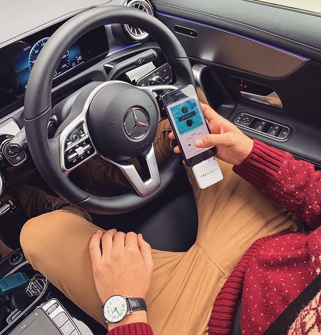 @iandejongh and @mercedesbenzsa Staying In Touch with our Moonrock Chargers 🔋⚡️• • • • • #car #charger #converse #convenient #technology #restaurant #recycle #iphone #android #style #sport #mercedes #benz @mercedesbenz @moonrock_company