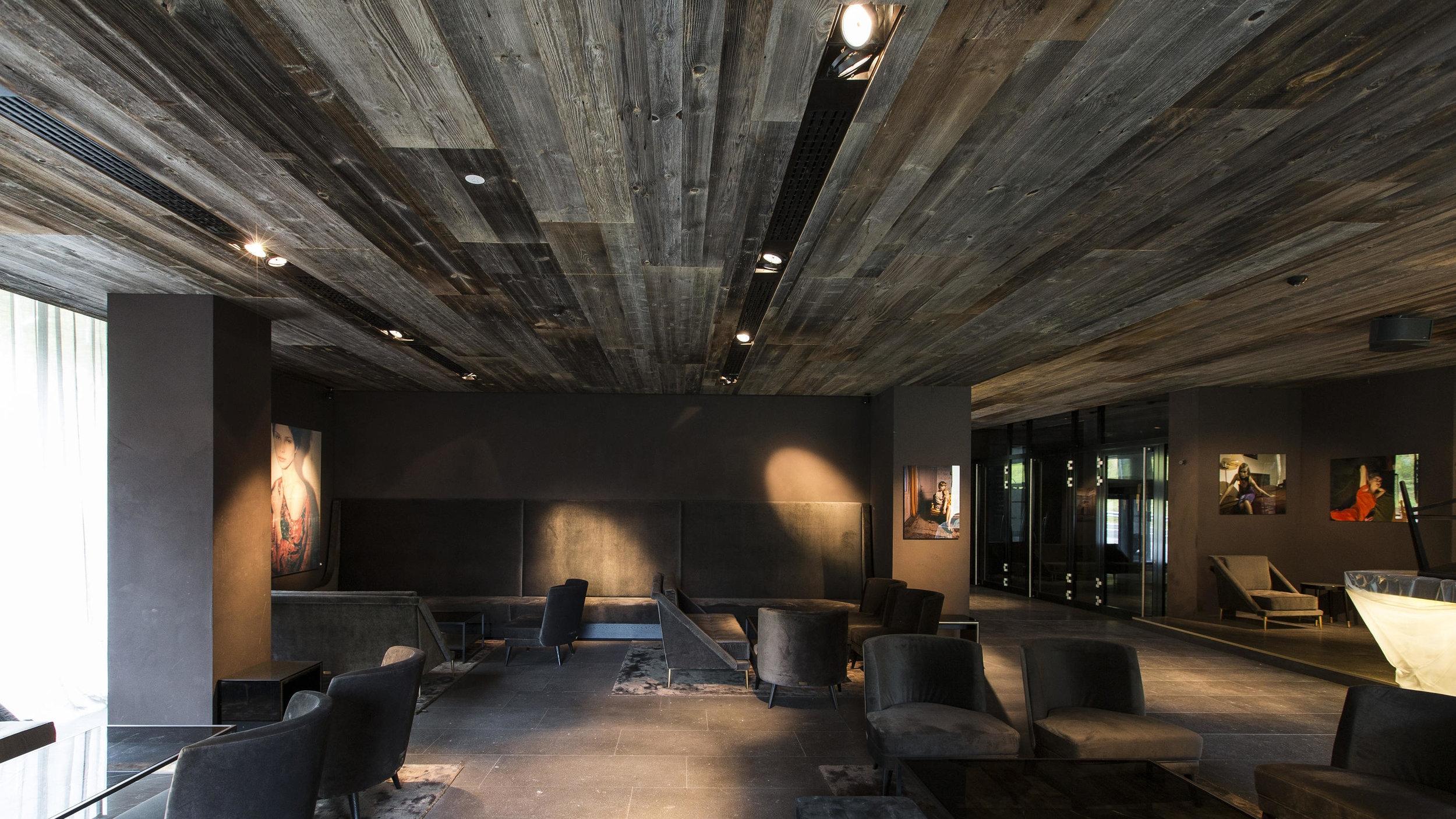 admonter-elements-altholz-sonnenverbrannt-zhero-hotel-group-ischgl-oesterreich-5-b.jpg
