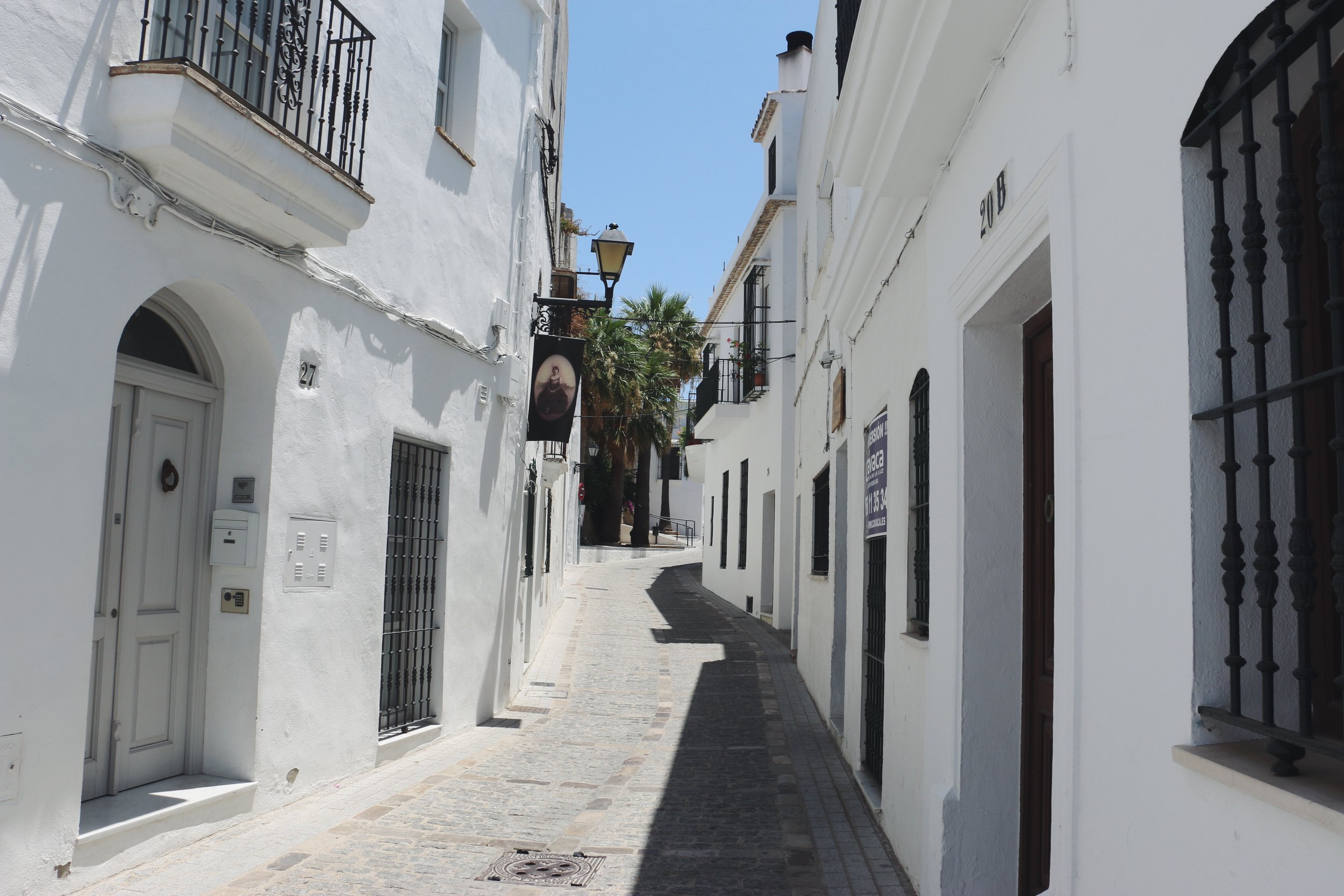 One of the many narrow streets of Vejer