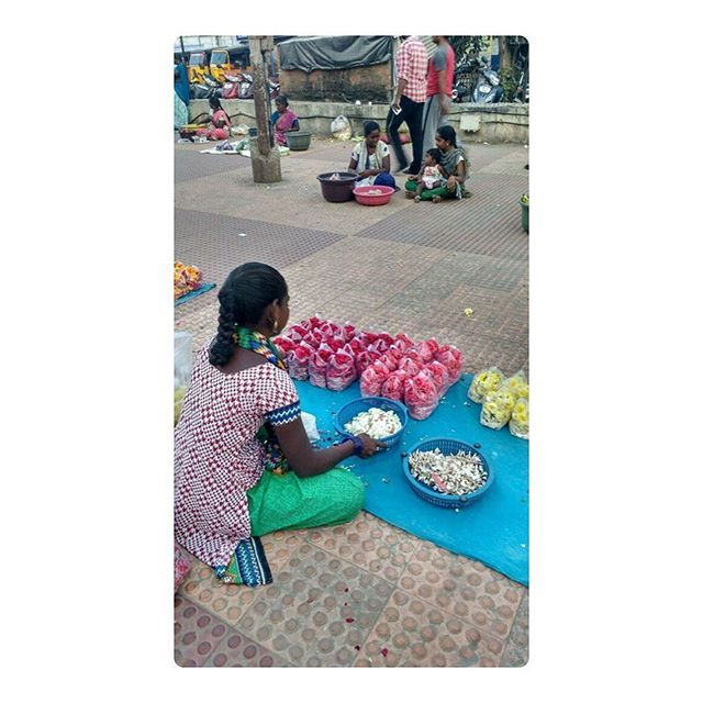 """""""While other states have marginalized the flowers to only special and auspicious occasions, Tamil Nadu stands tall in its inability to bring flowers into everyday trials. An ode to their relationship is therefore quite overdue."""" • Don't miss Divya Shaji's delicately evocative piece on the everyday relationship between the people and flowers of Tamil Nadu. In our previous South Stories edition. Link in bio. . . . . . . #flowerstagram #tamilnadu #flowersofindia #summerflowers #zine #tlj #southstories #potd #ootd #floweroftheday #southindia #littlelookouts #biglittlelookouts"""