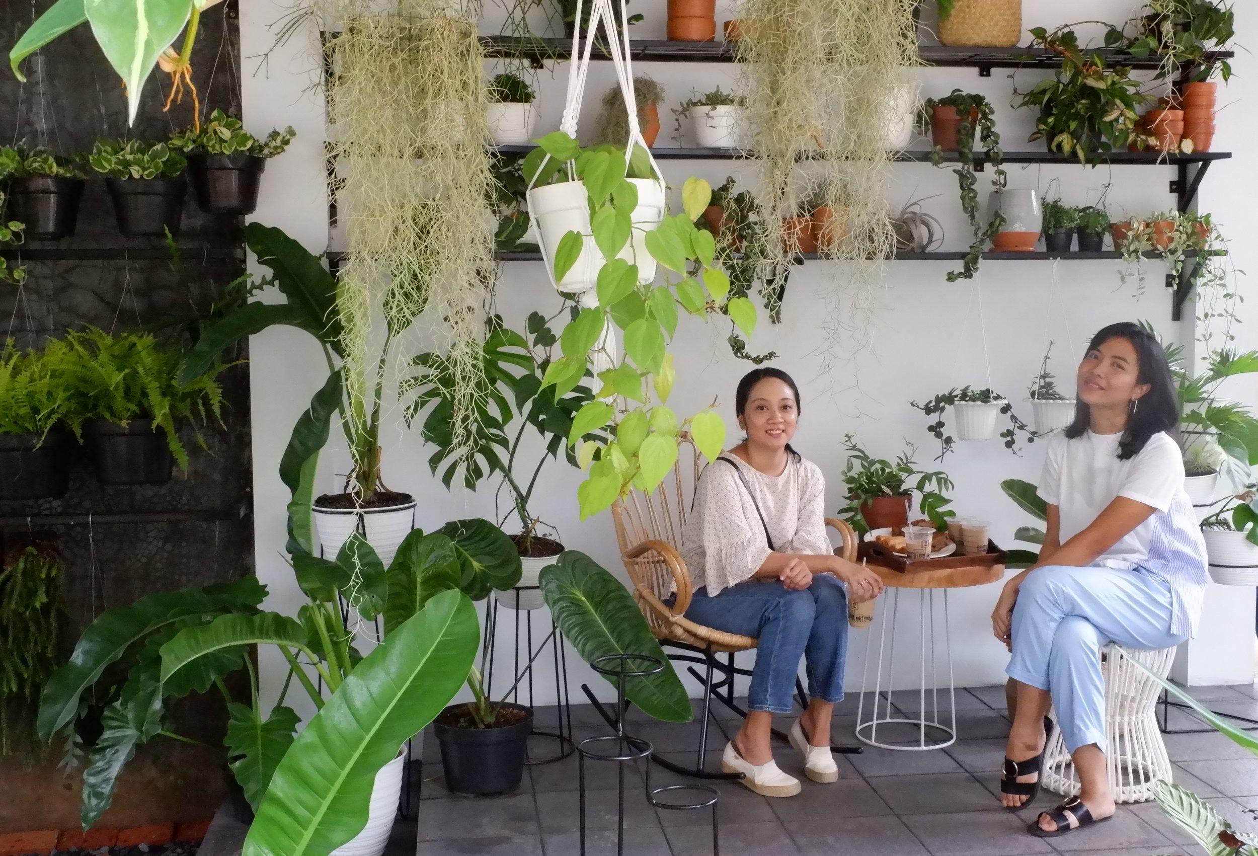Oh Happy Home sedang ngobrol santai bareng Ibuk Putri di kebun Grow&Grow ID