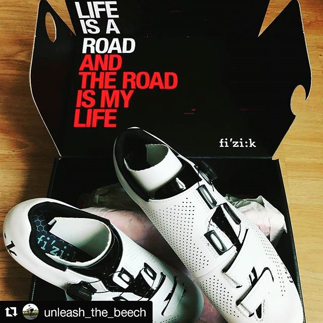 Mega to see @unleash_the_beech enjoying his new fizik shows a personal favourite down here @baines not just for their performance attributes but also for their inimitable style! #bainesracig #pedalsandpistons