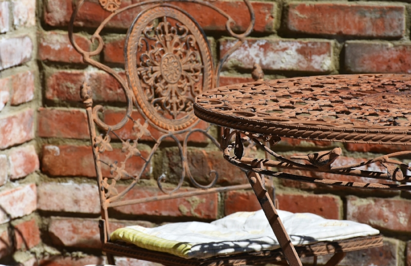 table-2420949_1920.jpg