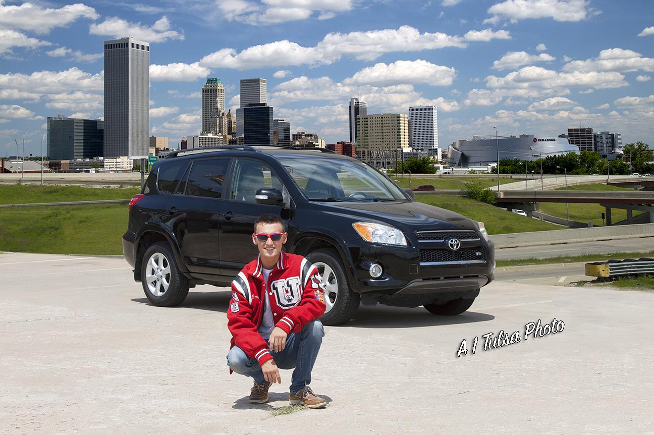 Tulsa boy senior with car_1658.jpg