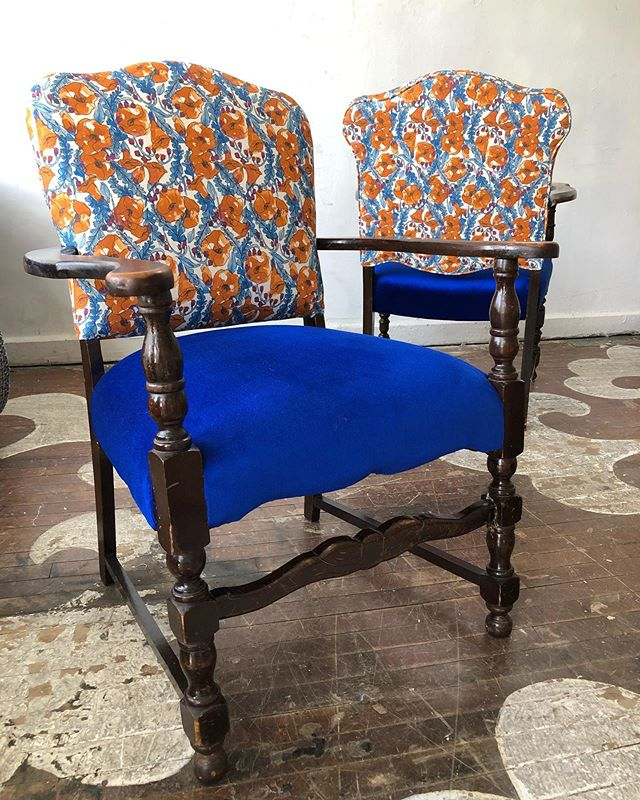 @catjudice on these #antique #heirloomchairs 🌍✨⚡️💫 @unitedfabrics on the seats!!!
