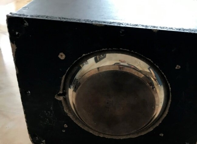 Bottom view- showing the detail of the metal pan.