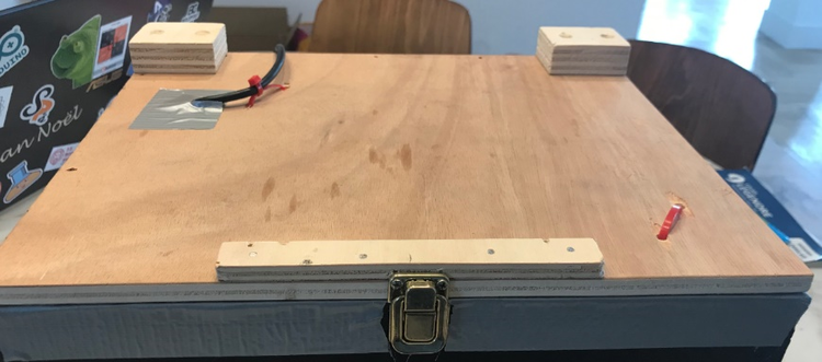 A small lock was used to ensure the closer of the cover.
