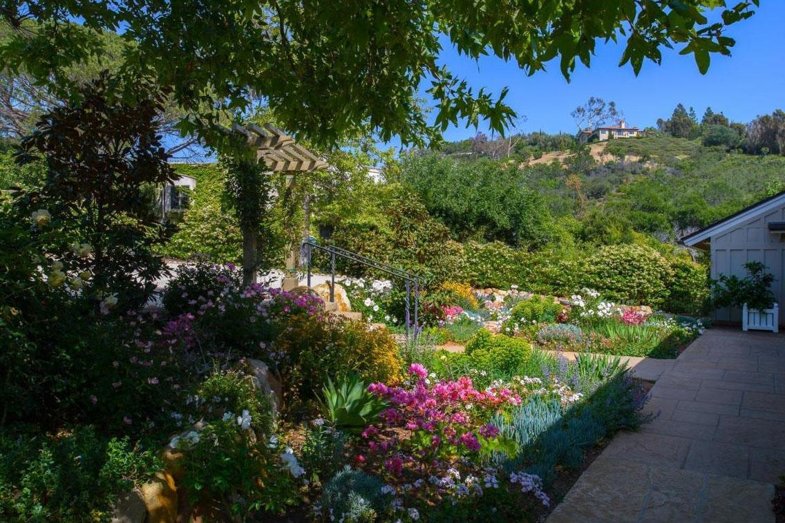 2885_HiddenValleyLane_garden.jpg