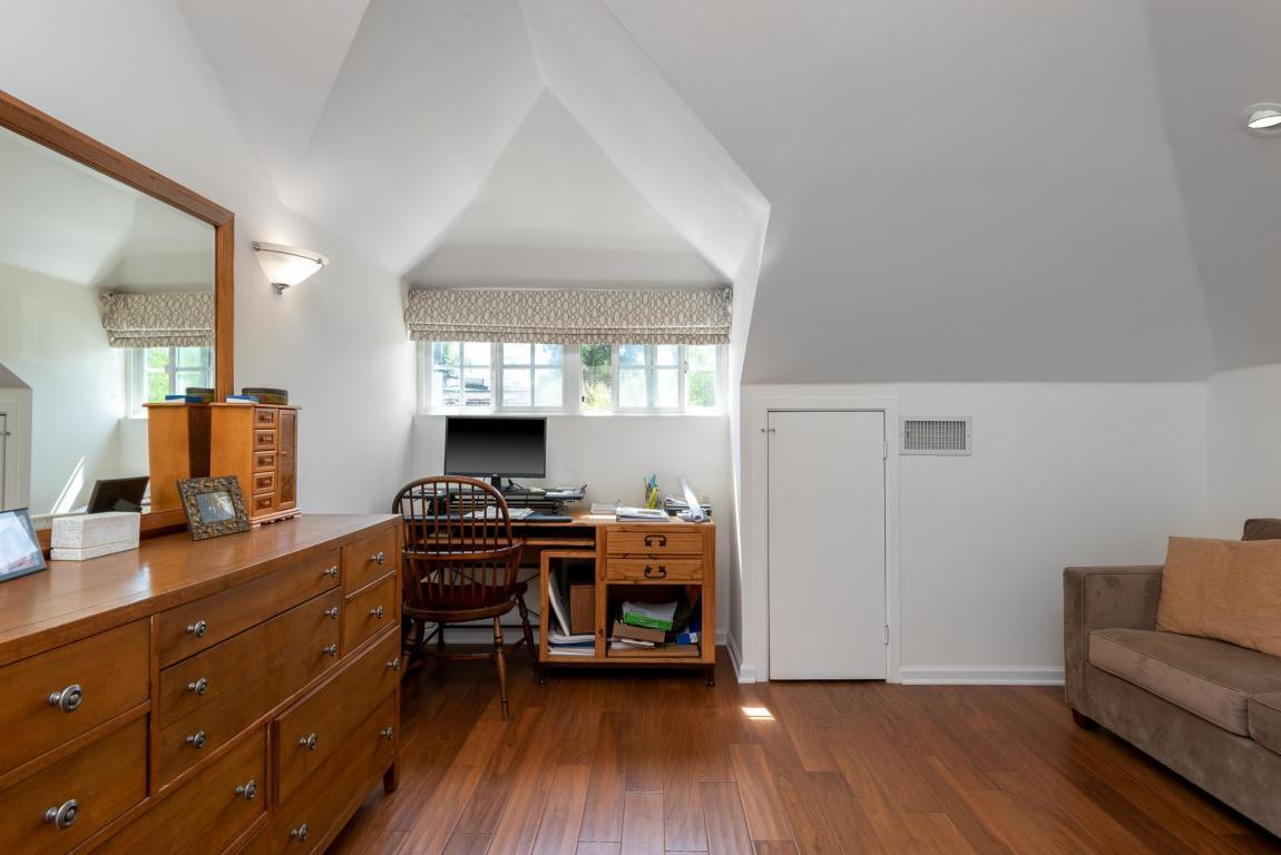 910_NorthNopalStreet_Bedroom.jpg
