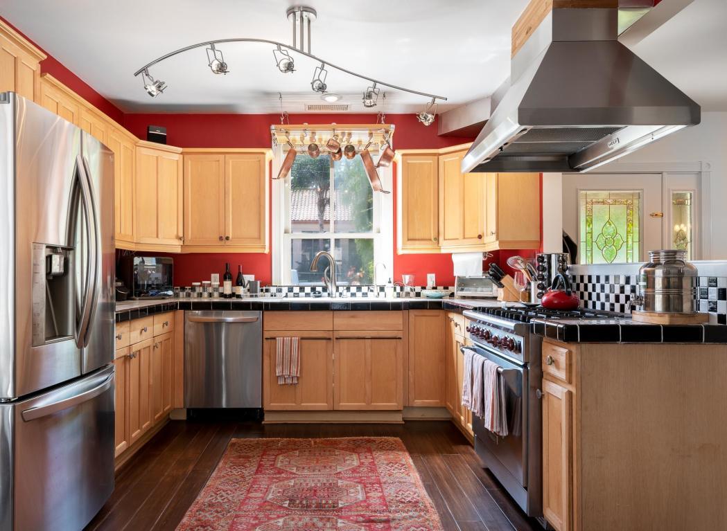 910_NorthNopalStreet_kitchen.jpg
