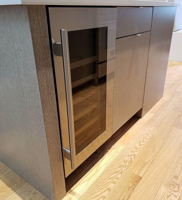 Shouldn't every kitchen island have a wine fridge? 🍾🍾🥂 #kitchendesign #customfurniture #dresser #livingroomdecor #designbuild #madetoorder #bespokedesign #interiorarchitecture #bedroomdecor #uws #springsummer2019 #upbeatcustomdesigns #woodworking #woodwork #nycdesigner #furnituredesign #designer #brooklyn #madeinbrooklyn #luxuryliving #nycfashion #nycdesign #interiordesigner #interiordesign #manhattan #nycdesign #madeinny #madeinnyc