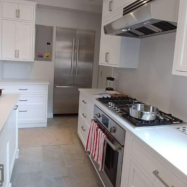 Beautiful kitchen install we just completed!  #kitchendesign #customfurniture #kitchen #livingroomdecor #designbuild #madetoorder #bespokedesign #interiorarchitecture #bedroomdecor #uws #springsummer2019 #upbeatcustomdesigns #woodworking #woodwork #nycdesigner #furnituredesign #designer #brooklyn #madeinbrooklyn #luxuryliving #nycfashion #nycdesign #interiordesigner #manhattan #nycdesign #madeinny #madeinnyc #customcabinets