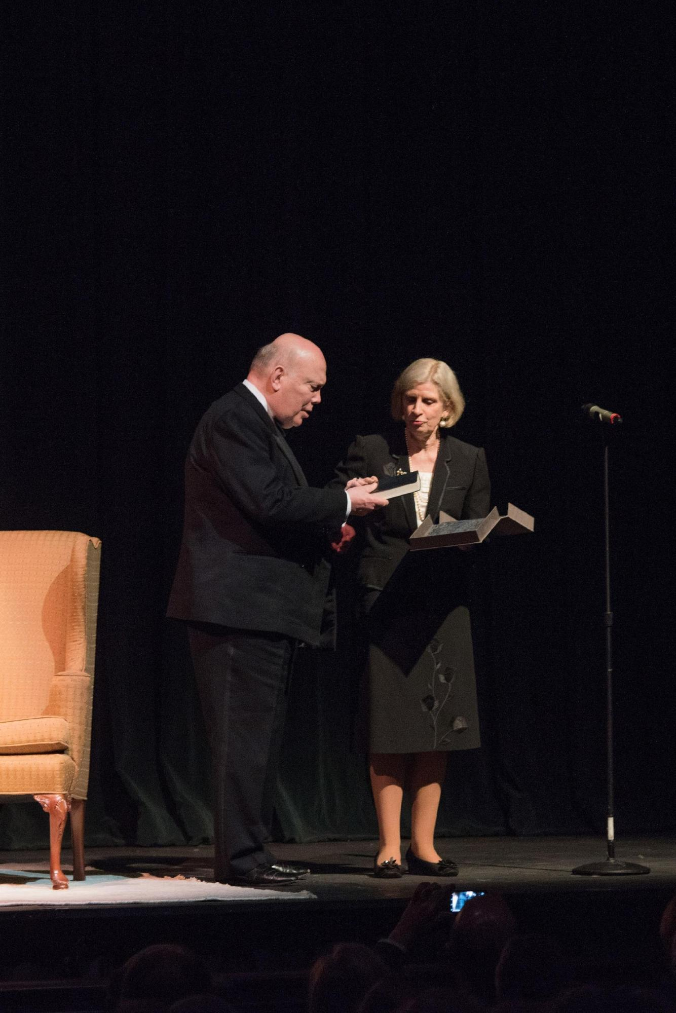 Charleston Library Society Anne Cleveland presents Lord Fellowes with a gift