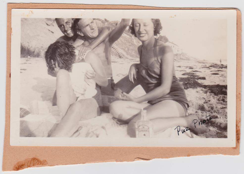 Louise Brooks shying away from the camera with friends on the beach, image from  LouiseBrooks.com