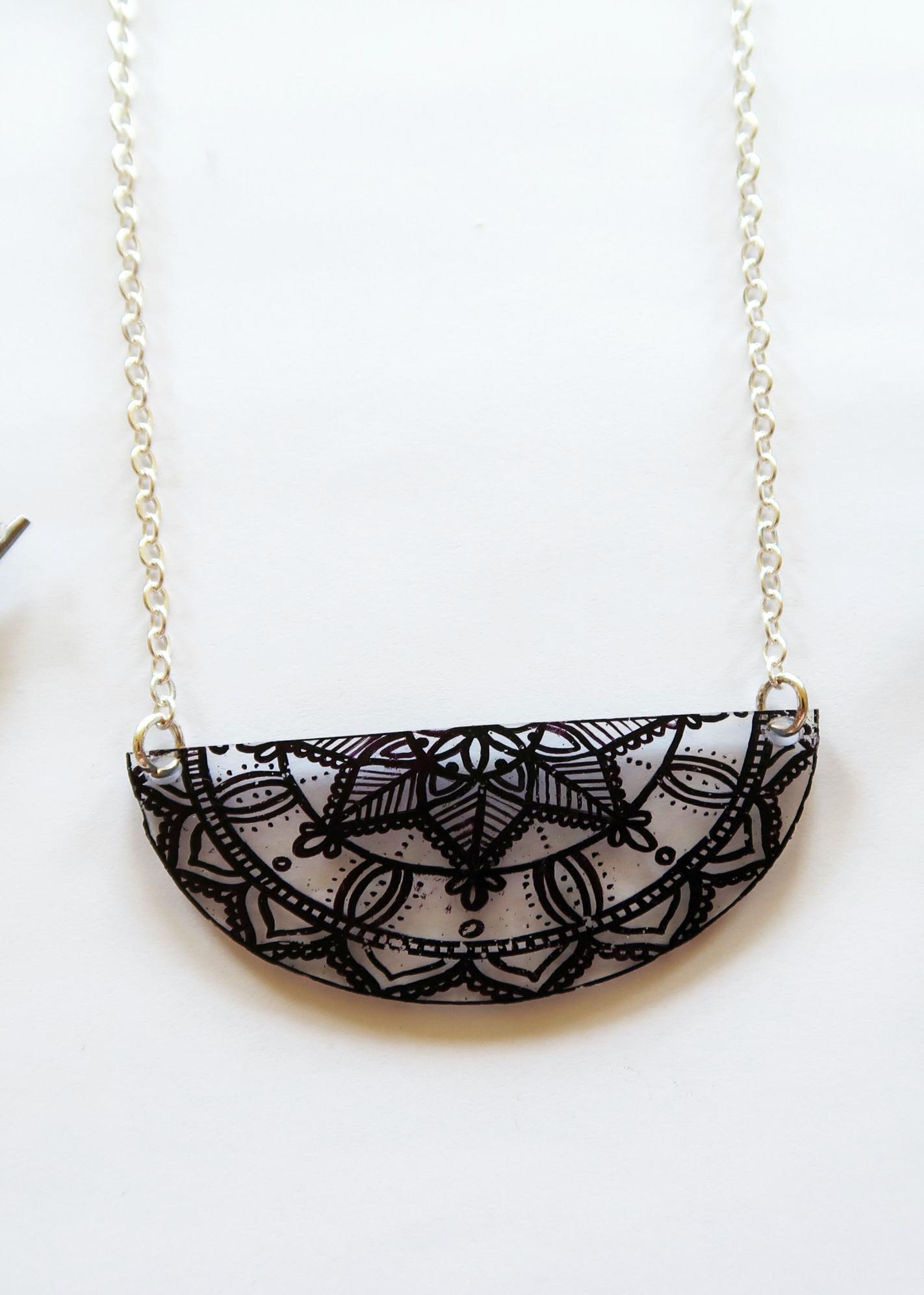 DIY Plastic Mandala Necklace by Isoscella