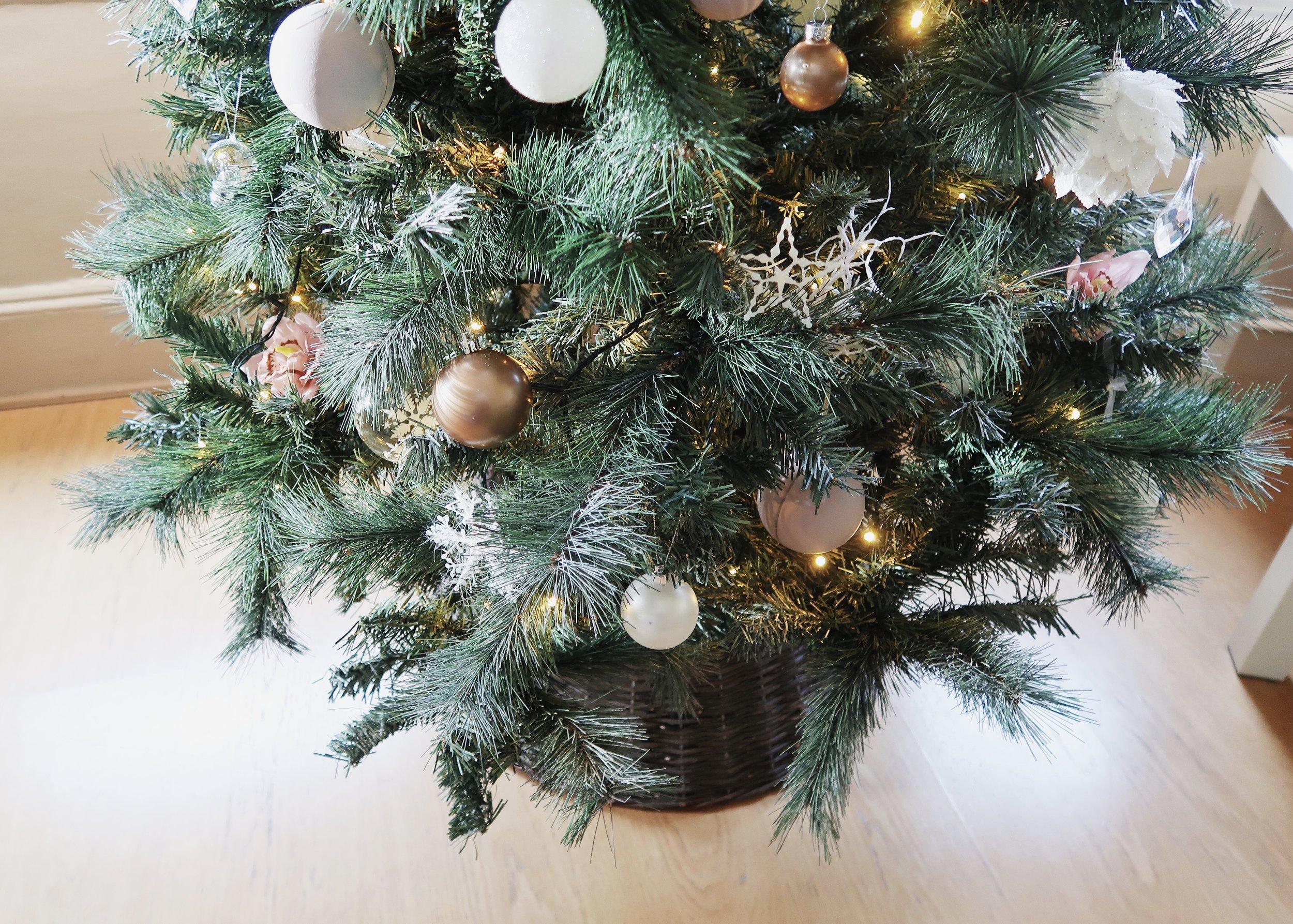 Christmas Decor on a Budget by Isoscella