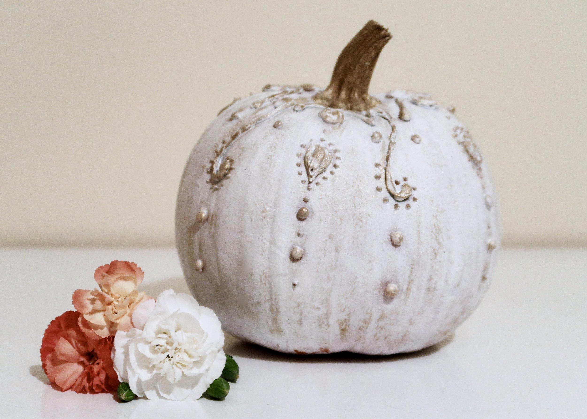 DIY No-Carve Vintage Pumpkins by Isoscella