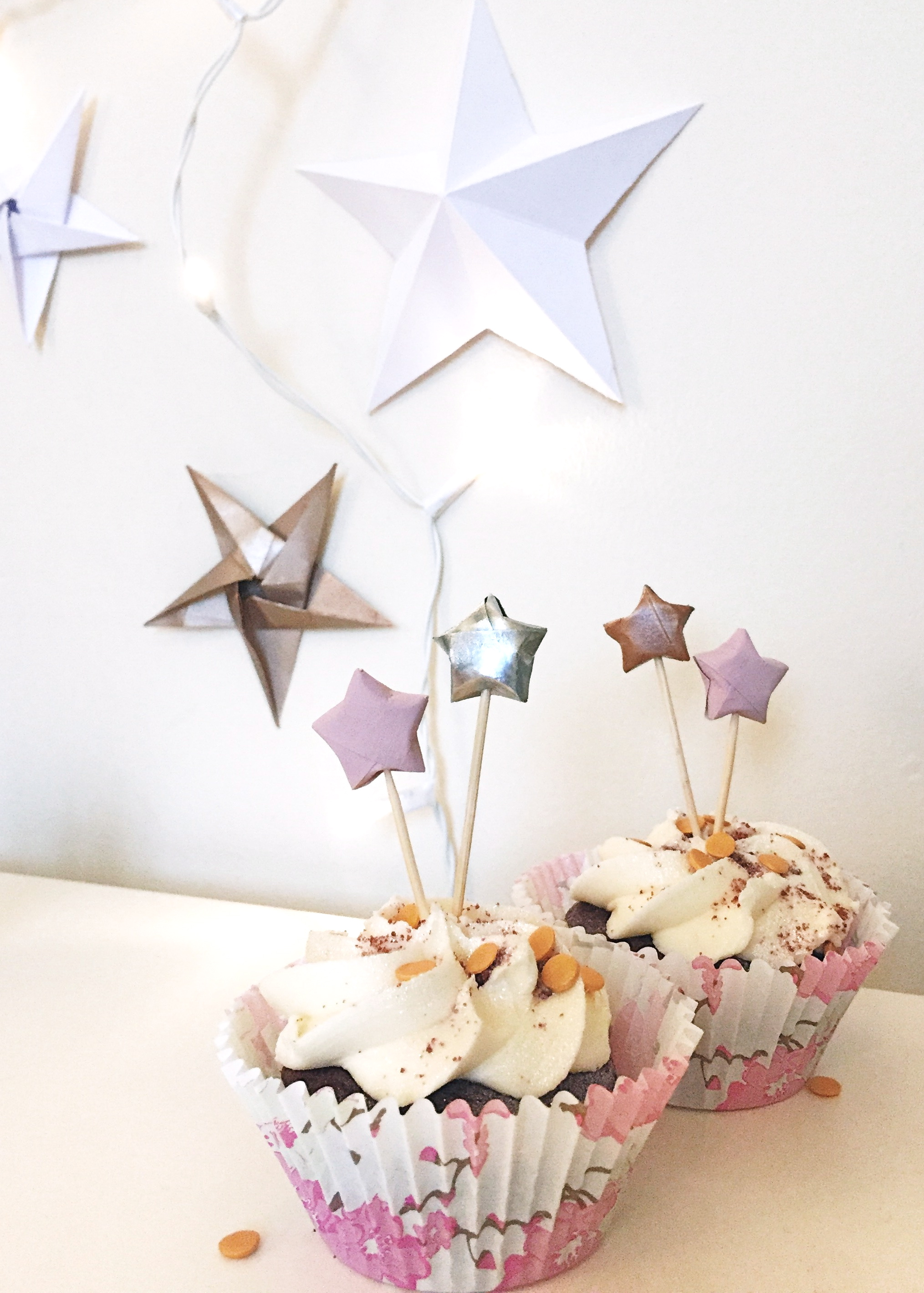 DIY Origami Star Cupcake Toppers by Isoscella