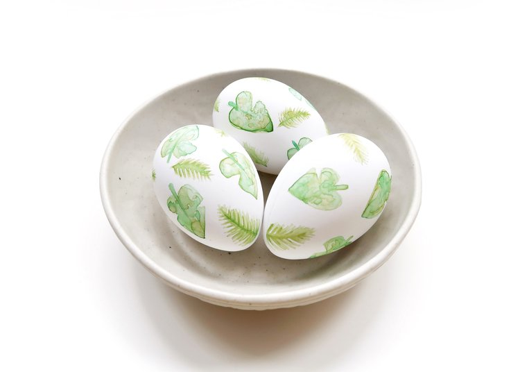 DIY Watercolour Tropical Leaf Eggs by Isoscella