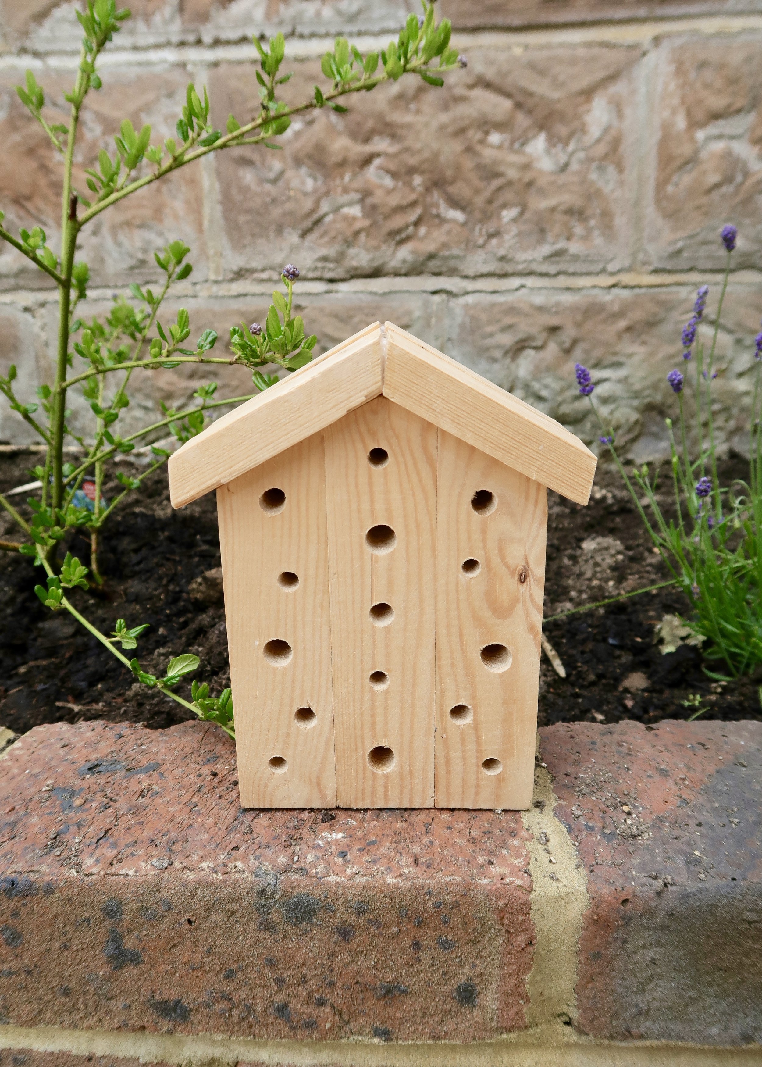 DIY Wooden Bee Hotel by Isoscella
