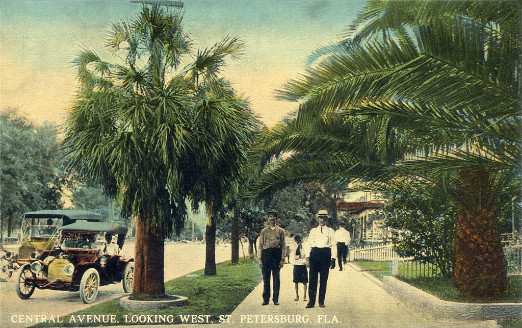 Central_Avenue,_Looking_West,_St._Petersburg,_FL.jpg