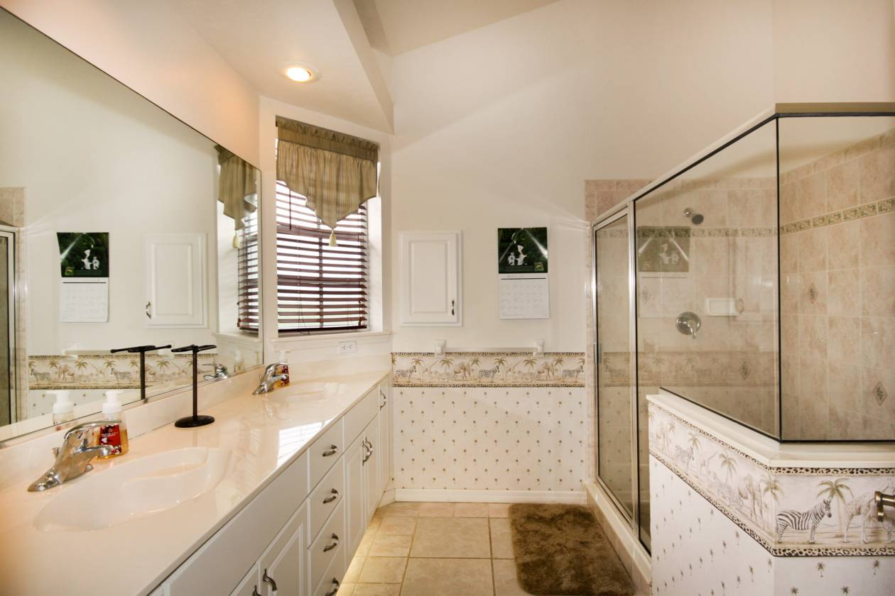 Unit One Master Bath.jpg