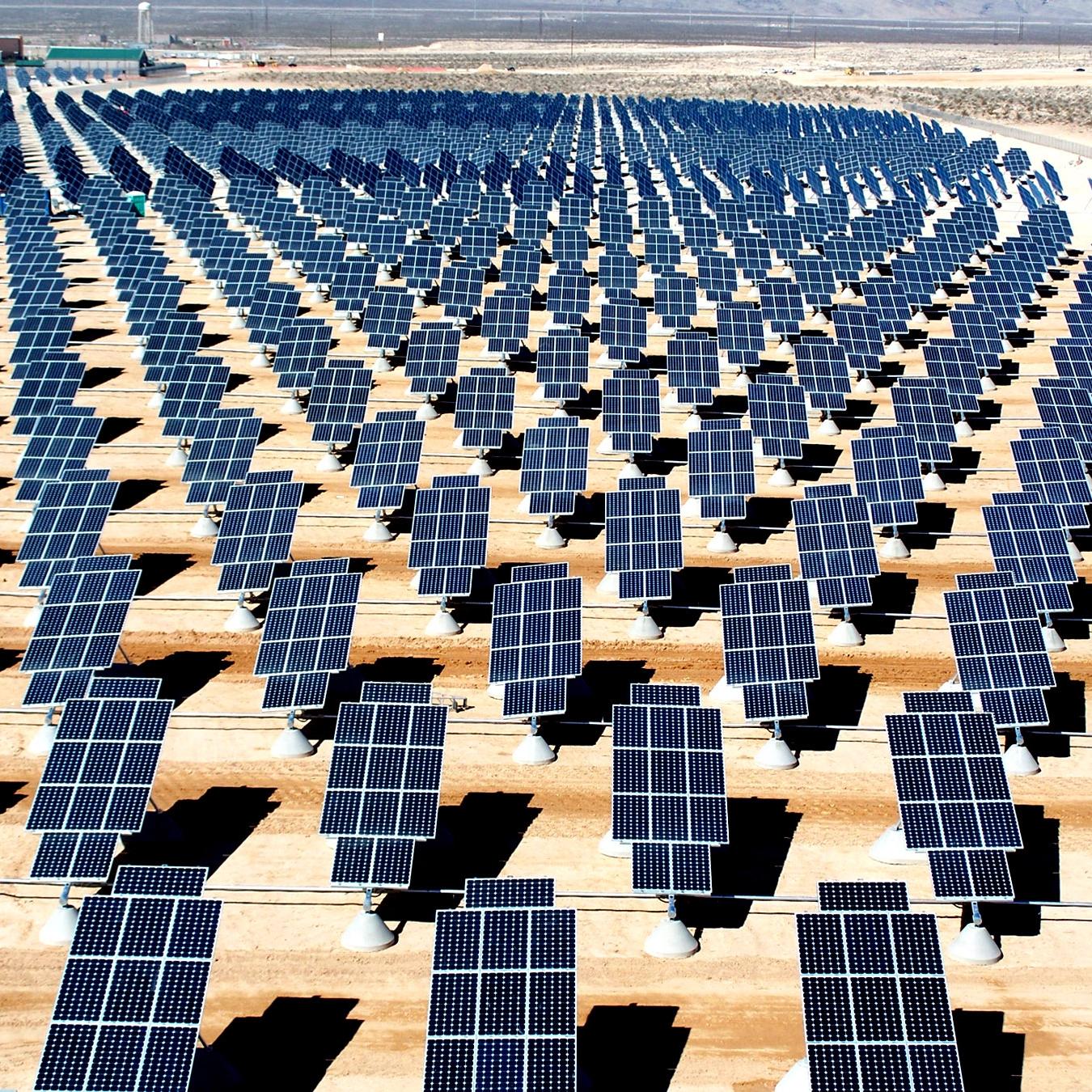Giant_photovoltaic_array.jpeg