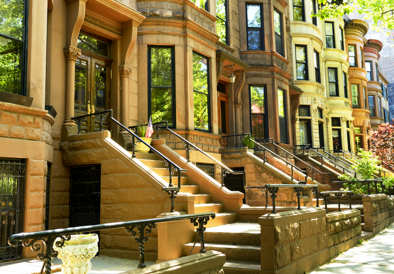 Best Window Styles for Brownstone Rowhouses in Midtown Manhattan