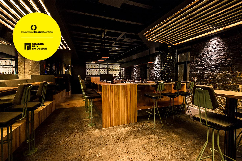 Bar et restaurant situé dans le Vieux-Montréal, au design moderne inspiré des speakeasy. Le mobilier sur mesure s'arrime à l'architecture centenaire.