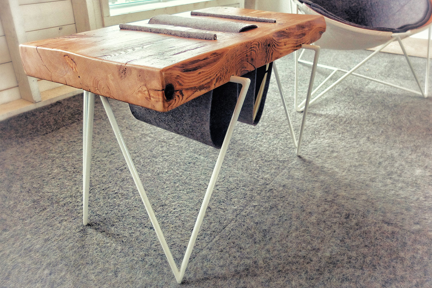 Custom made coffee table with solid wood top and base in white metal rod. Insert felt for magazine support.