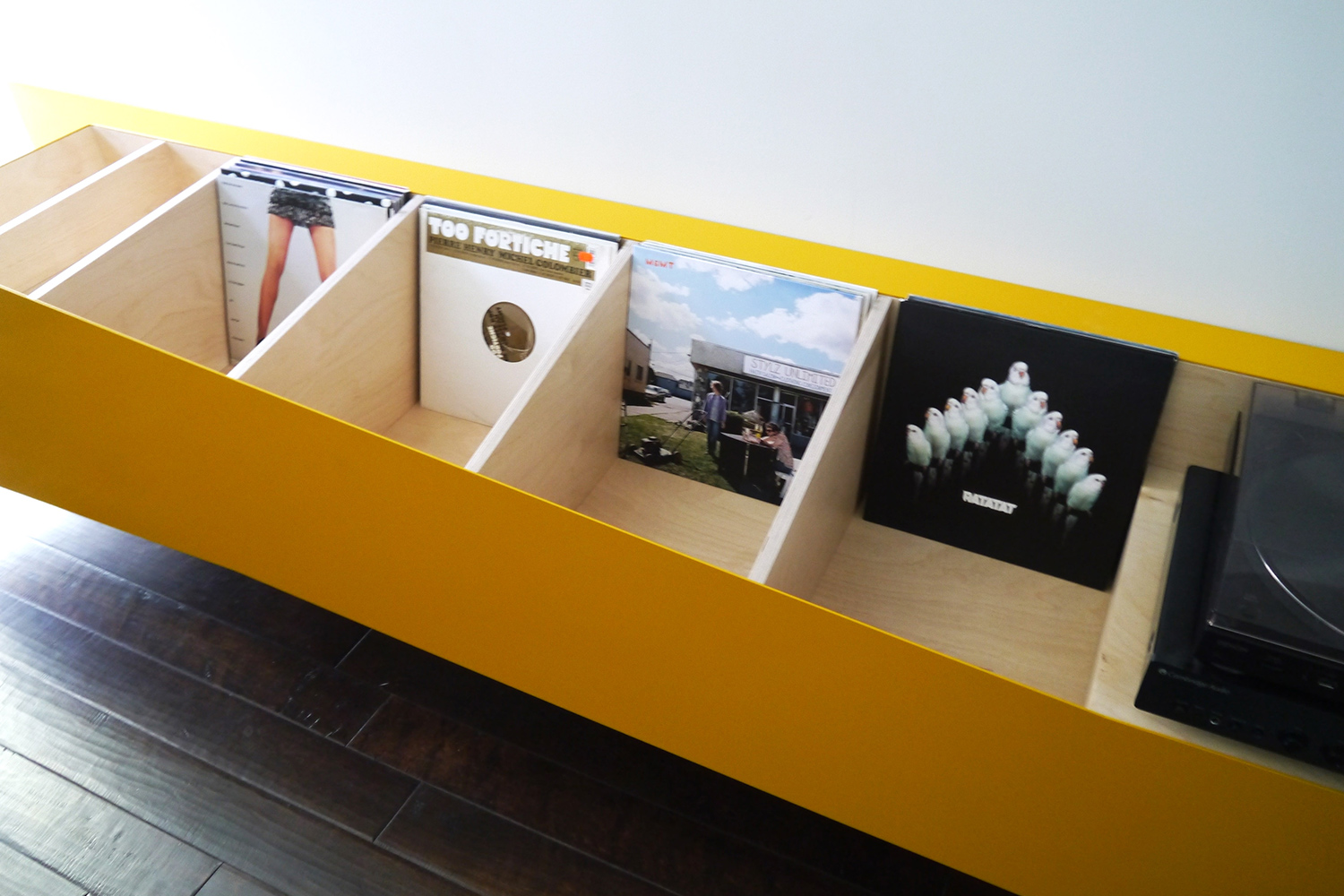 Vinyl containers made to measure, finished in lacquer