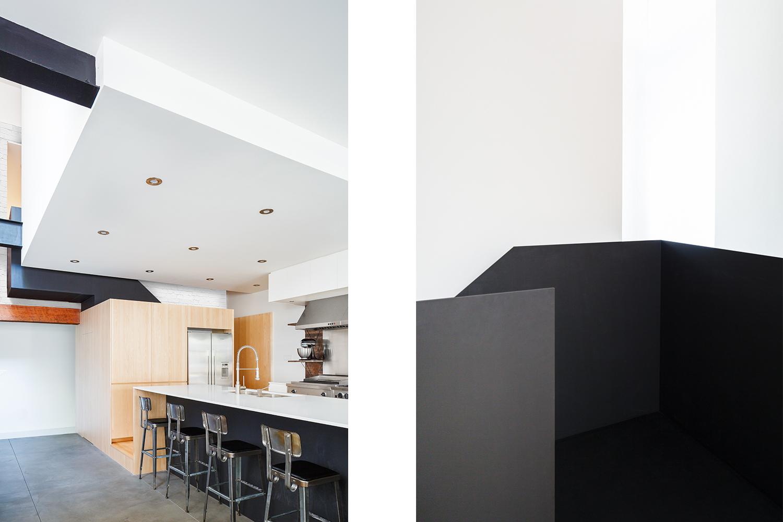 Rénovation de cuisine. Bloc de rangement sous l'escalier. Réfrigérateur encastré. Îlot avec comptoir hauteur bar en quartz blanc. Autre vue du garde-corps de l'escalier en métal noir