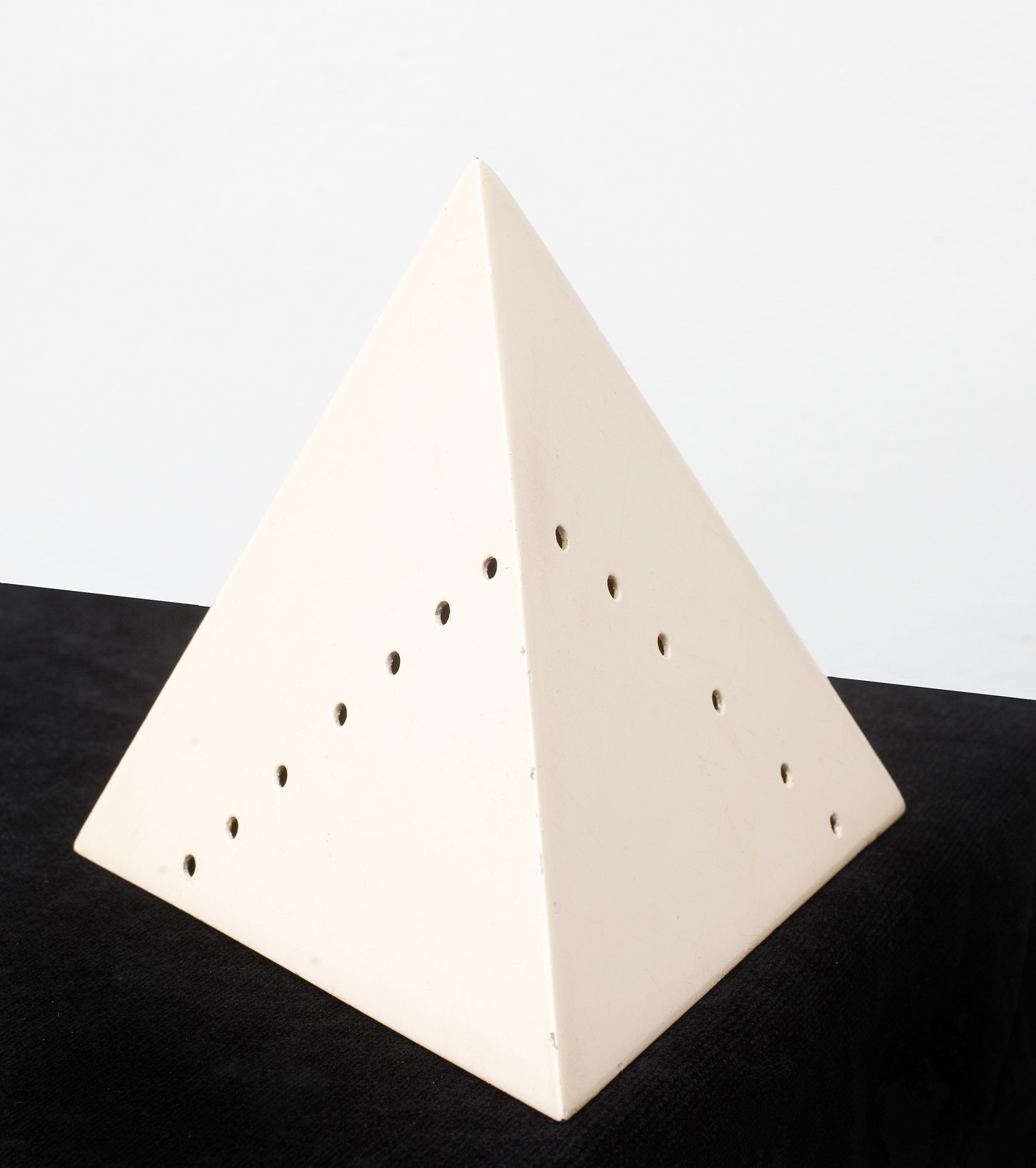 Lucio Fontana,  Piramide , c.1967, Metal, pink lacquer, 11 x 13 x 13 cm, Numbered and signed 30/50 as well as L. Fontana. Edition 30/50